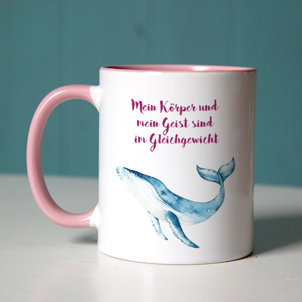 """Glaubenssatz """"Mein Körper und mein Geist sind im Gleichgewicht"""" mit Wal-Aquarell auf rosa Tasse"""